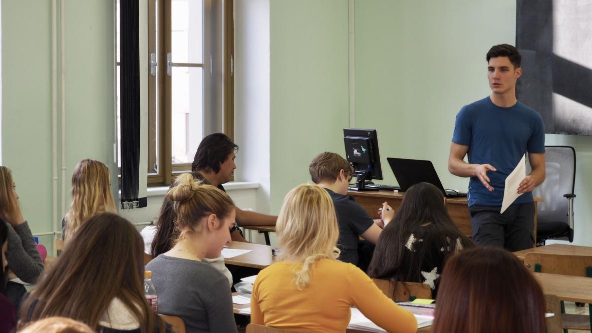 Přednášky spotřebitelského právo na středních školách
